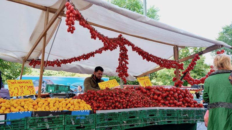 Tomaten auf dem Türkenmarkt aka. Wochenmarkt am Maybachufer in Berlin Kreuzberg