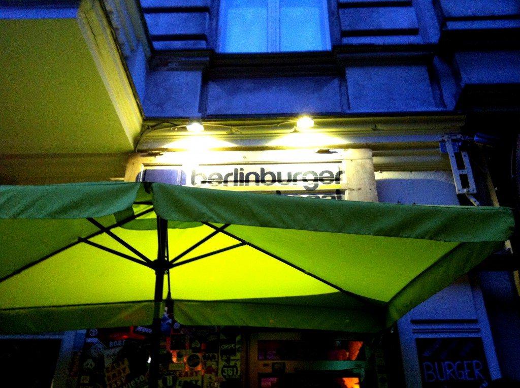 Berlin-Burger-International-draußen