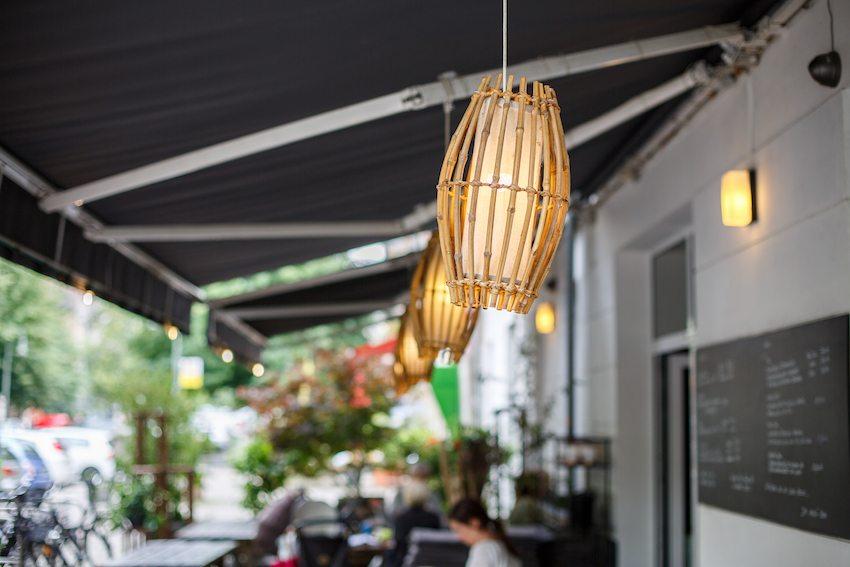 berlin-restaurants-akemi-einrichtung-aussenbereich