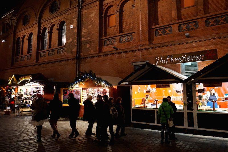 Berlin-Lucia-Weihnachtsmarkt-Buden