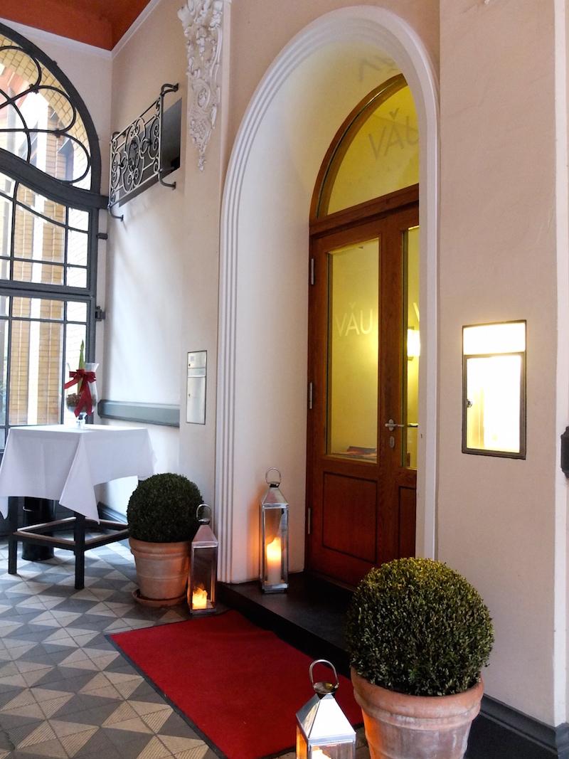 eingang-restaurant-vau-berlin