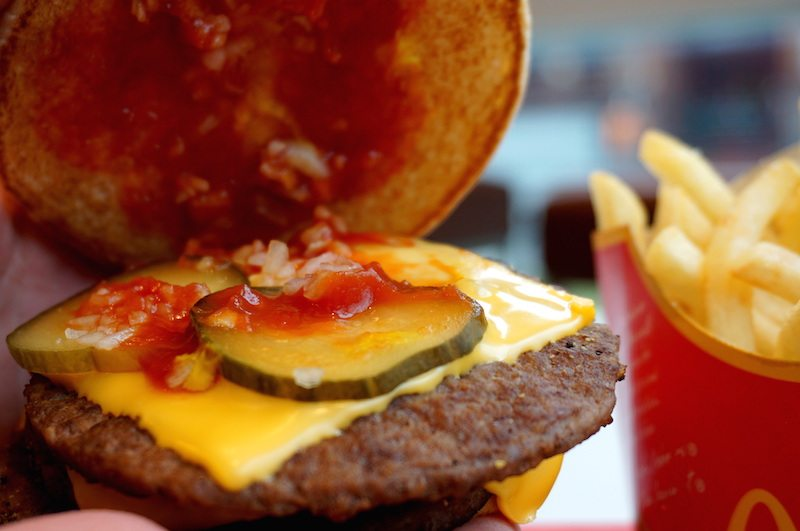 Berlin-Triple-Cheeseburger-Gurken-McDonalds