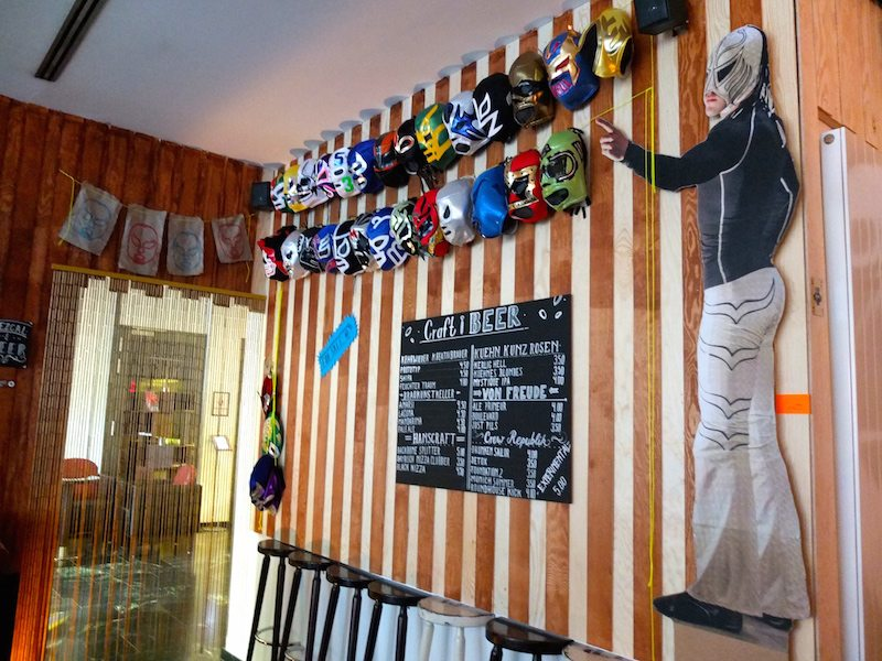 mexikanische-wrestler-tu-salud-bar-berlin-3