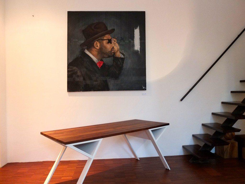 berlin-mb-zwo-holztische-showroom-kunst