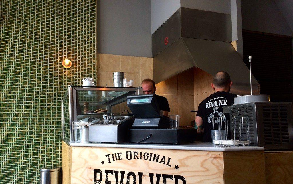 revolver-burger-berlin-theke