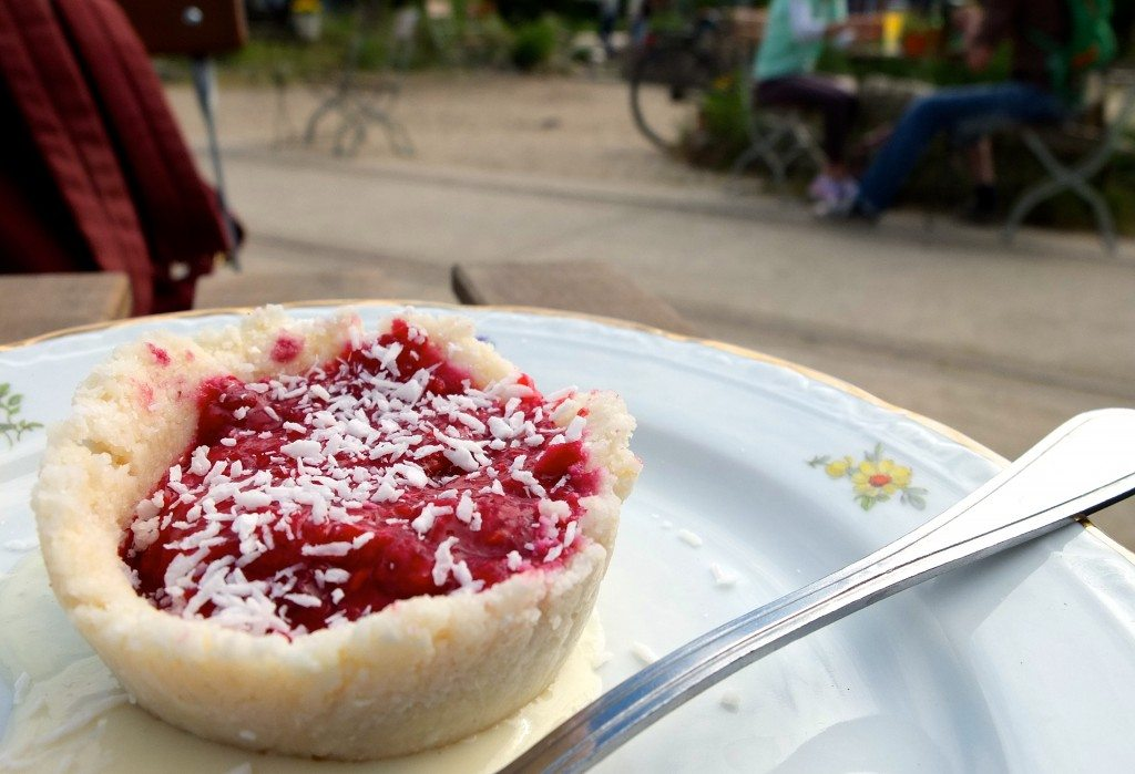 berlin-wilder-hase-im-nirgendwo-biergarten-vegan-kuchen-2