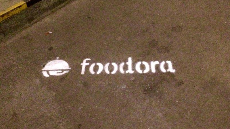 lieferservice-foodora-meetfoodora-diner-en-blog-berlin-floor-graphic