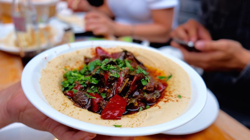 hummus-in-berlin-good-food-tour-sababa-aubergine