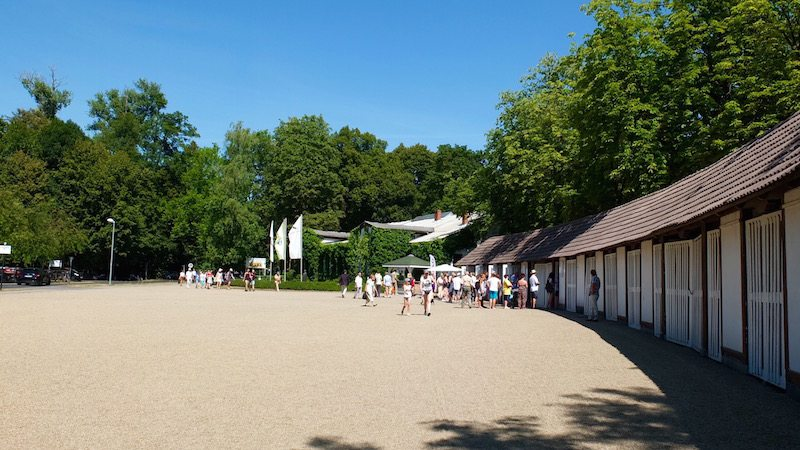 berlin-pferderennen-hoppegarten-eingang