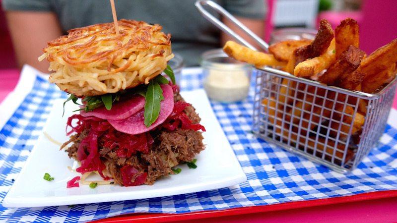 berlin-burger-fraeulein-kimchi-ramen-burger