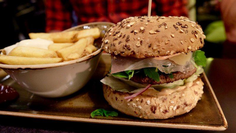 berlin-burger-hans-im-glueck-klassik-burger