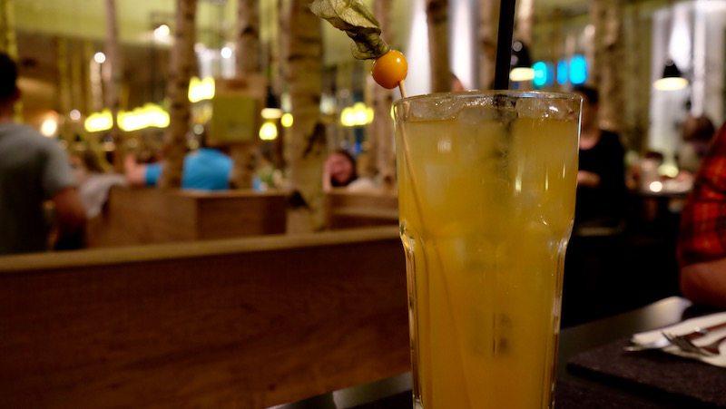 berlin-burger-hans-im-glueck-mango-gruentee-limonade