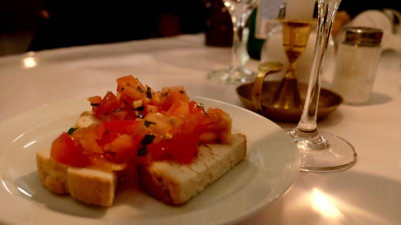 berlin-restaurants-italiener-brot-und-rosen-bruschetta