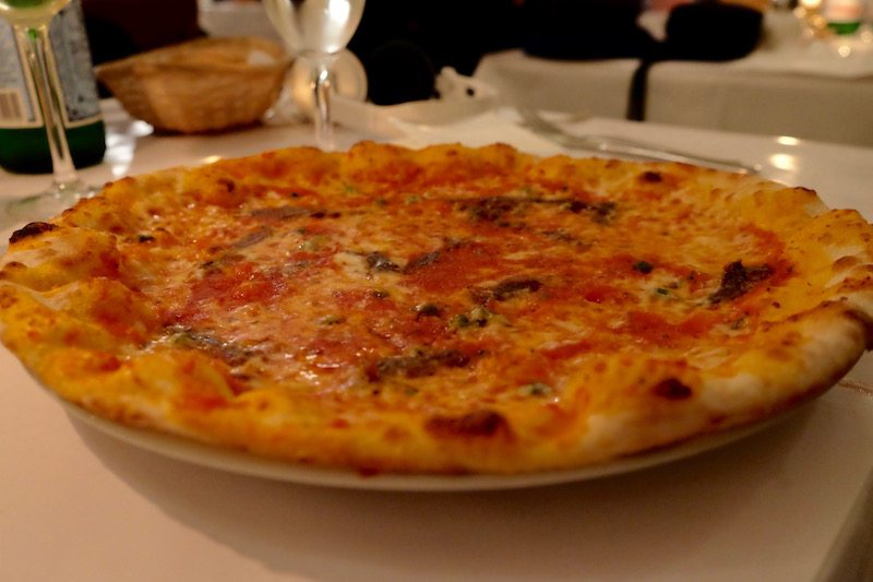 berlin-restaurants-italiener-brot-und-rosen-pizza-magherita