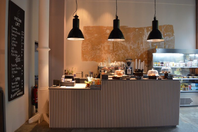 berlin-unicorn-coworkingspace-cafe-einrichtung-1
