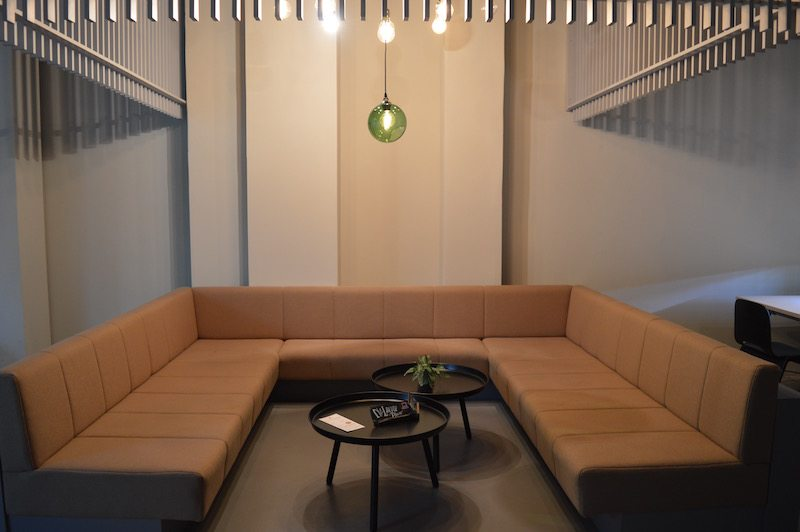 berlin-unicorn-coworkingspace-cafe-einrichtung-2