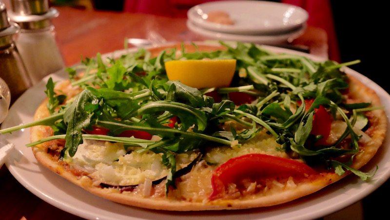 berlin-cafe-v-vegetarisch-vegan-pizza