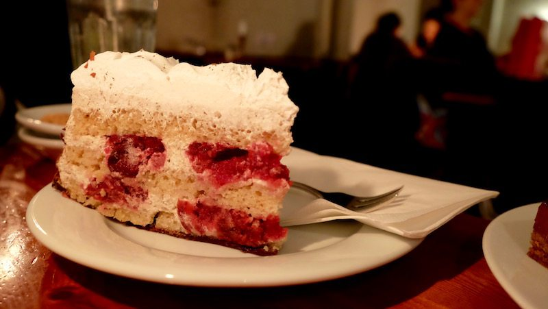 berlin-cafe-v-vegetarisch-vegan-torte