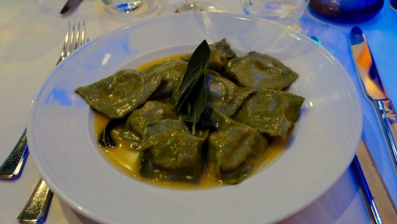 berlin-restaurant-italiener-al-conntadino-sotto-le-stelle-ravioli-lachs-2