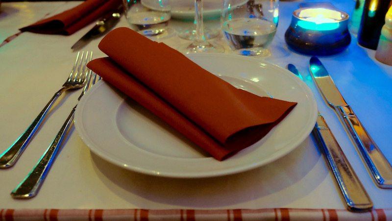 berlin-restaurant-italiener-al-conntadino-sotto-le-stelle-tisch