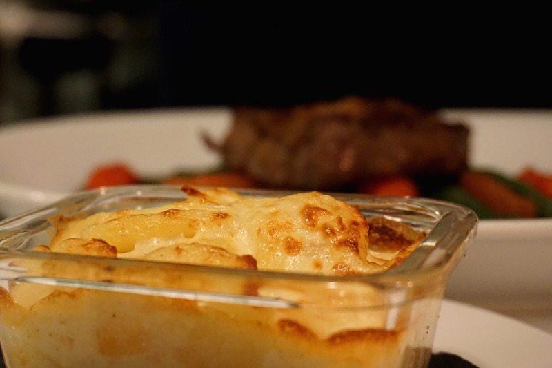 Berlin-Restaurant-Schatz-Entrecote_mit_Kartoffelgratin