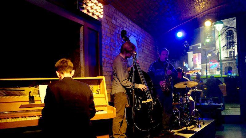 berlin-bar-the-hat-jazzbar-laden-live-musik-1