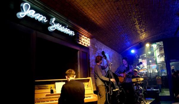 berlin-bar-the-hat-jazzbar-laden-live-musik-2