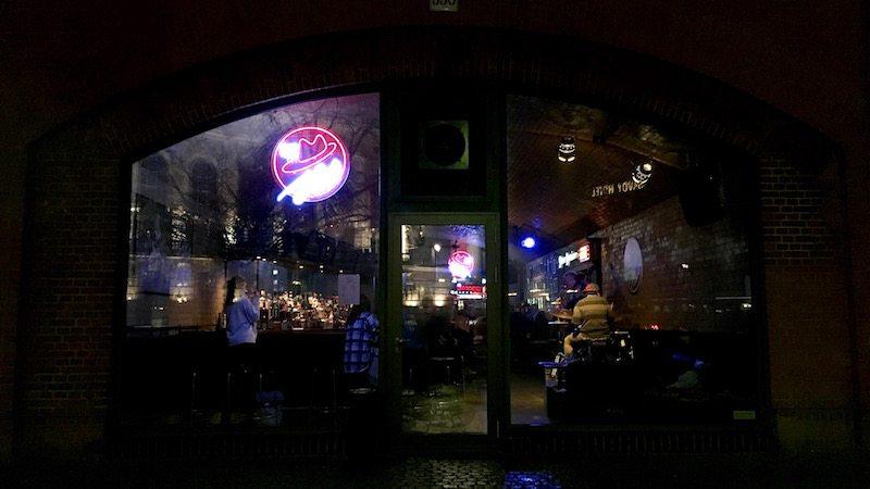 berlin-bar-the-hat-jazzbar-laden