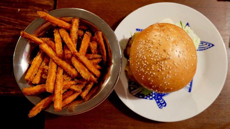 berlin-burger-neukoelln-hackbert-burger-pommes