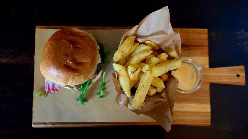 berlin-burger-hirsch-und-eber-klassik-burger-1