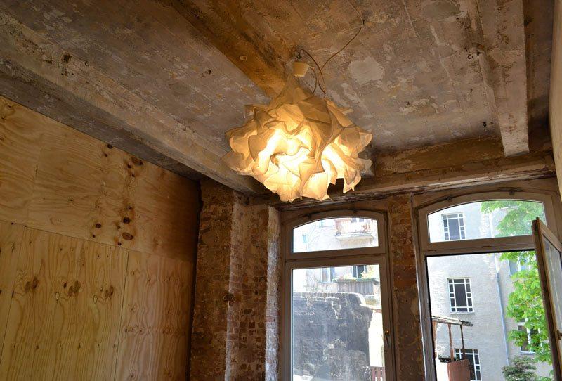 Berlin-Enklave-Coworking-Spaces-Neukölln-Raum1-Lampe