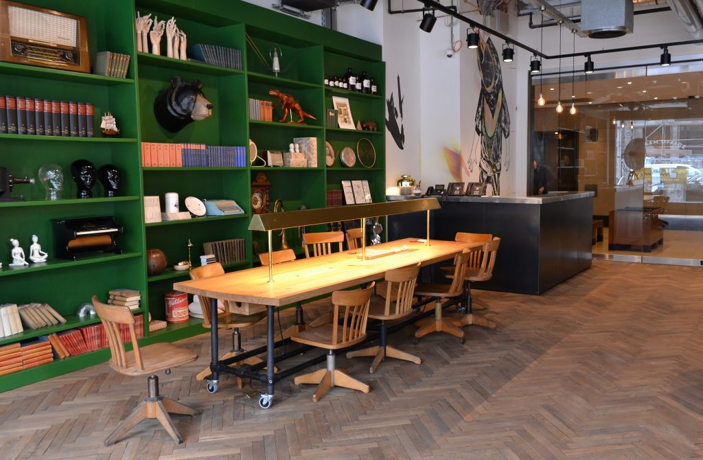 Berlin-Mindspace-Coworking-Spaces-Mitte-Empfang-Eingang-Lounge (1)