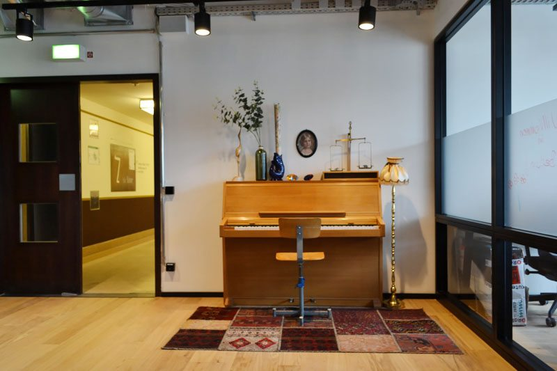 Berlin-Mindspace-Coworking-Spaces-Mitte-Piano-Lounge