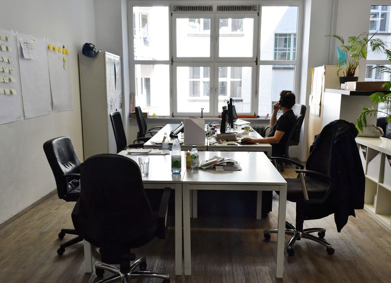 Berlin-Table of Visions-Coworking-Spaces-Mitte-Desks (1)