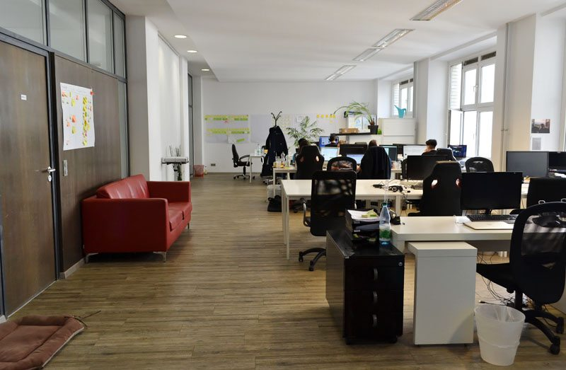 Berlin-Table of Visions-Coworking-Spaces-Mitte-Desks (3)