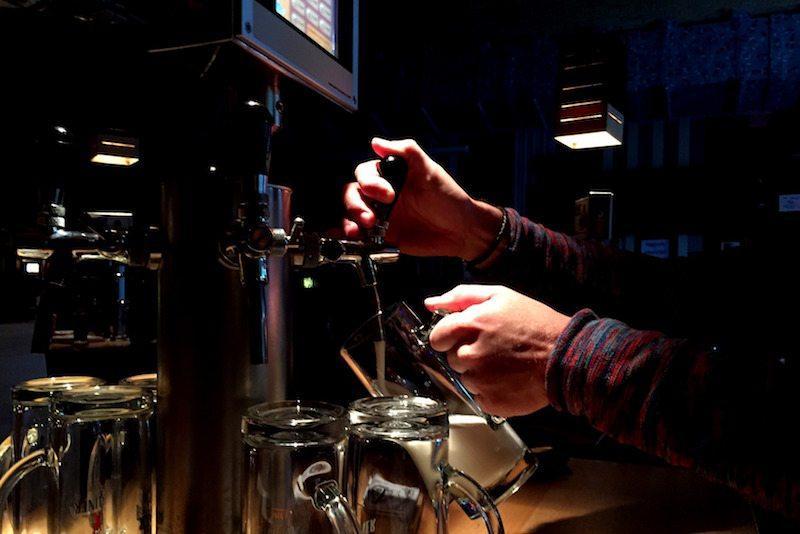 Berlin-The-Pub-Alexanderplatz-Bier-zum-Selberzapfen