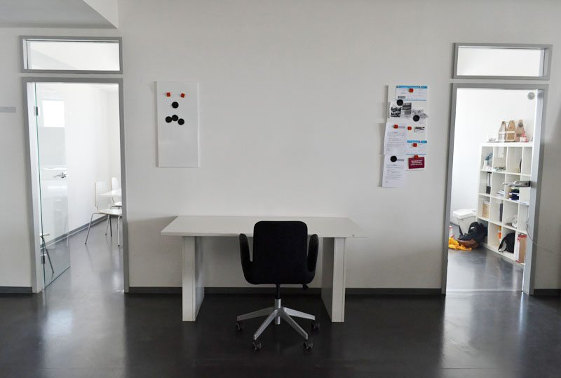 Berlin-creativemedialab-Coworking-Spaces-Mitte-Meetingraum-Büro