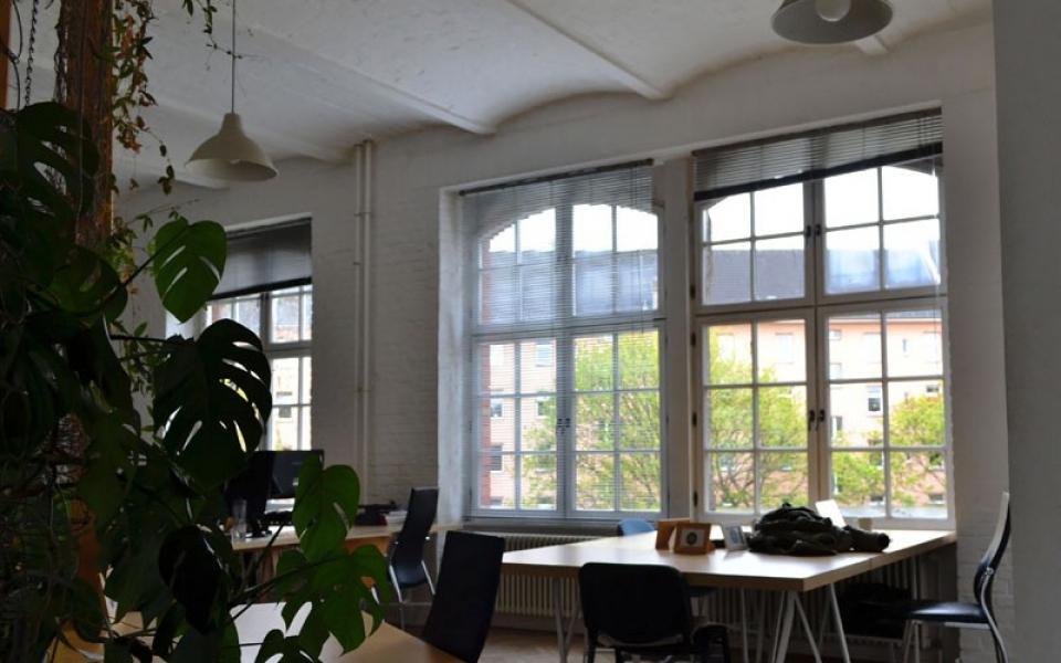 Berlin-Coworking-Space-Neukölln-Agora-Desks (1)