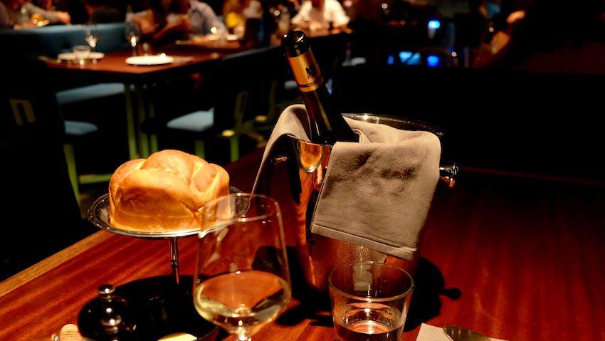berlin-restaurants-crackers-brioche-wein