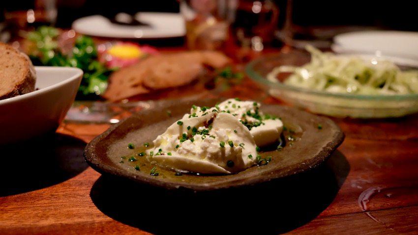 berlin-restaurants-crackers-burrata