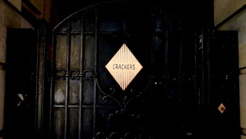 berlin-restaurants-crackers-eingang