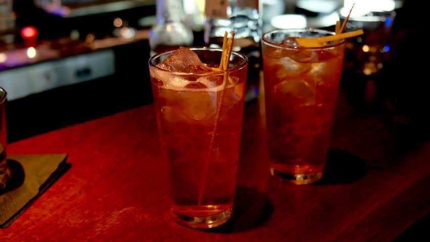 berlin-restaurants-crackers-sloe-gin-cocktail-