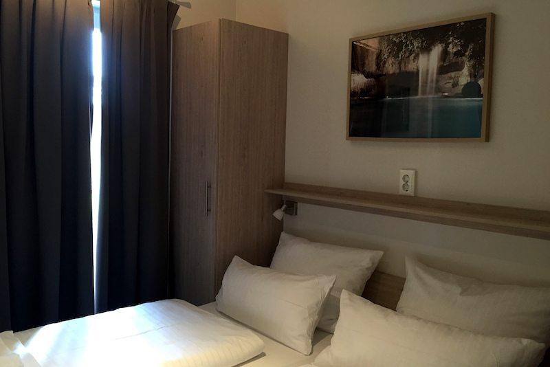 Brandeburg-Tropical-Islands-Mobile-Homes-Schlafzimmer.JPG
