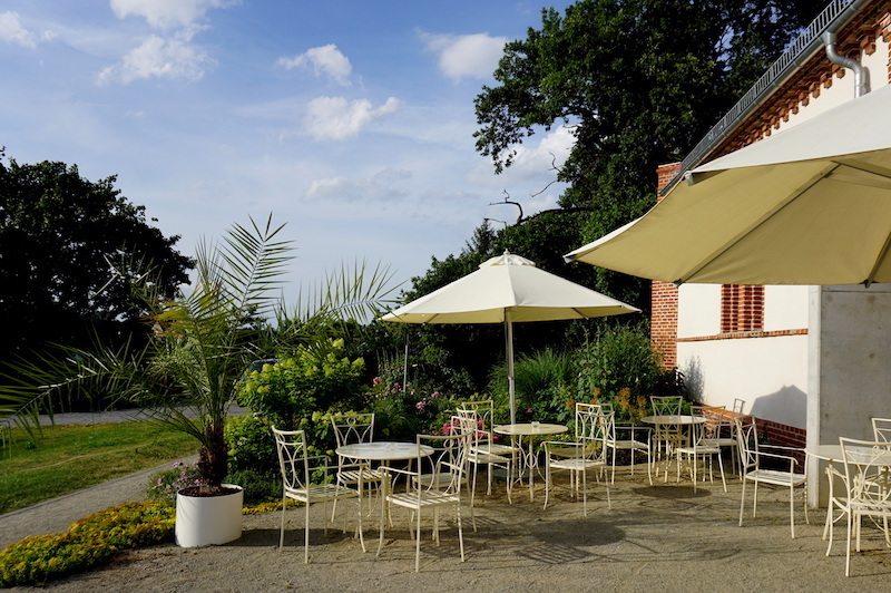 Brandenburg-Landhaus-Ribbeck-Cafe-Monet-Sitzplätze-draußen
