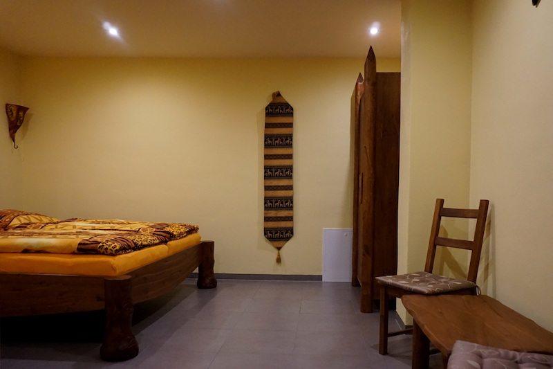 Brandenburg-LundLSkaters-Home-Afrikazimmer-Bett-2