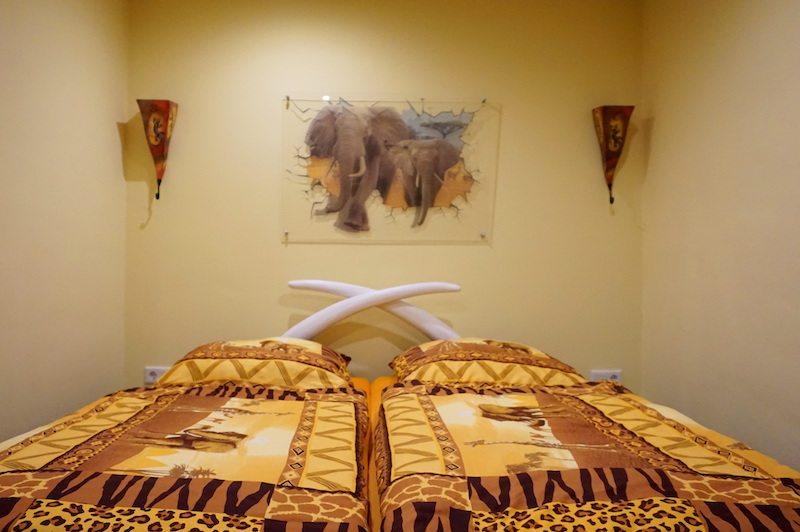 Brandenburg-LundLSkaters-Home-Afrikazimmer-Bett
