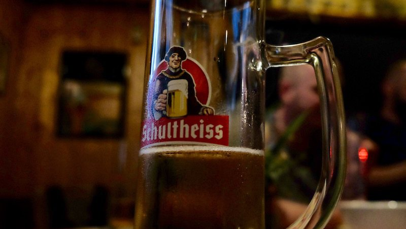berlin-kneipe-rosis-kiezkneipe-schultheiss