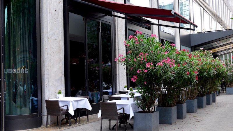 berlin-restaurants-le-faubourg-einrichtung-aussenbereich