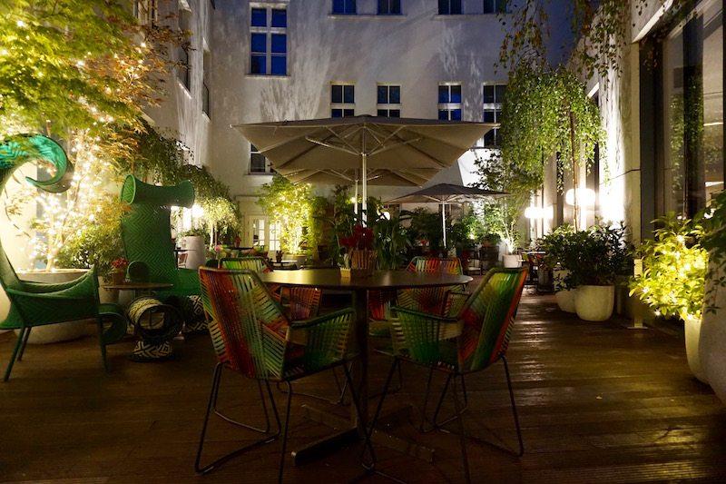 berlin-hotel-das-stue-einrichtung-terrasse-2