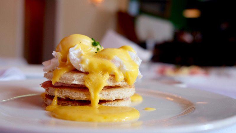 berlin-hotel-the-dude-fruehstueck-eggs-benedict